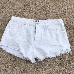 We the free SZ 29, white distressed cotton shorts.